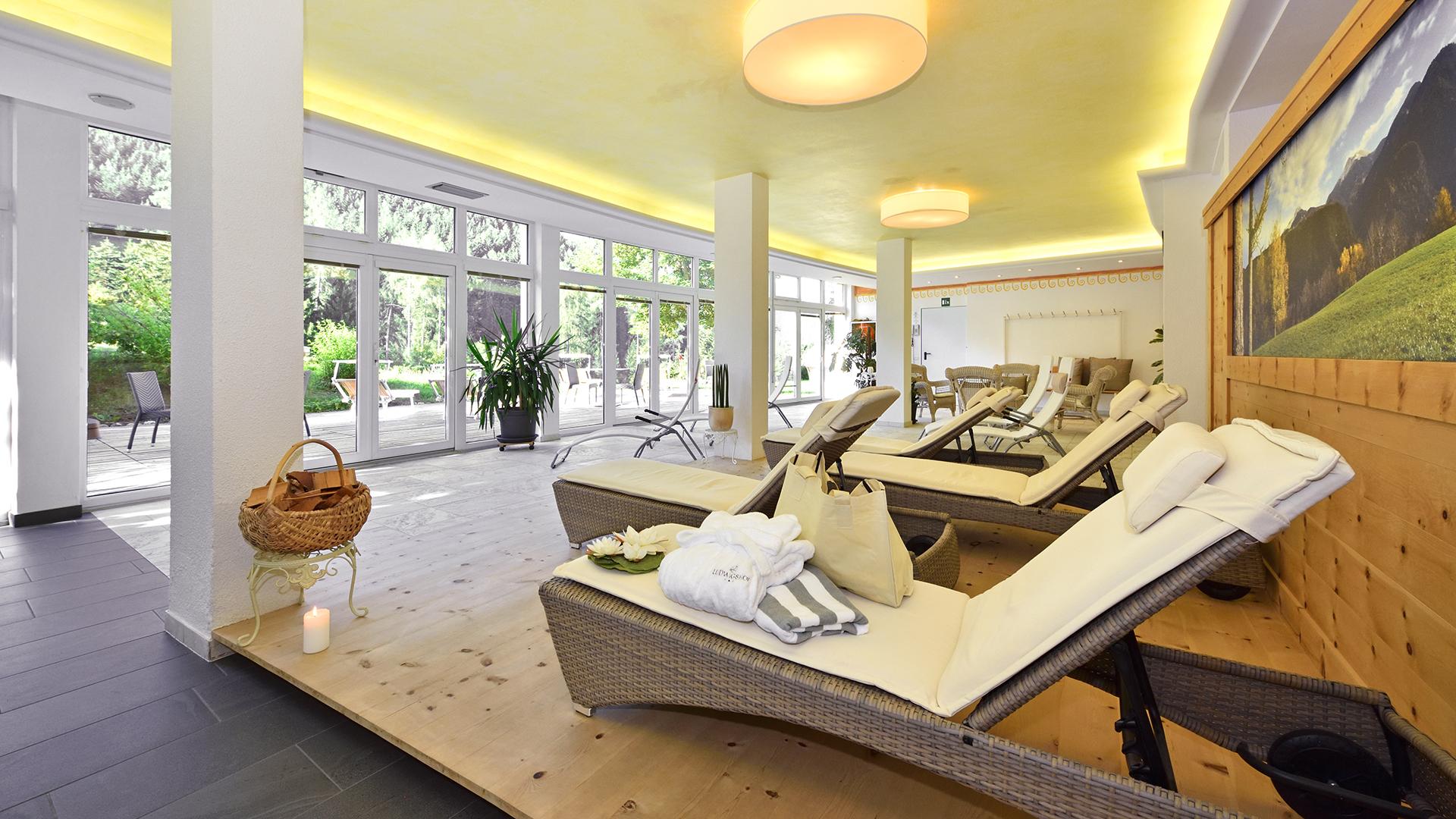 wellness bozen und umgebung verw hnurlaub im ludwigshof. Black Bedroom Furniture Sets. Home Design Ideas